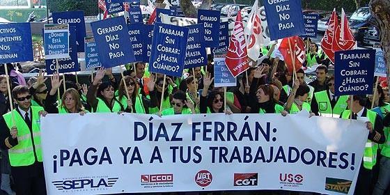 Trabajadores dando ánimos a Díaz Ferrán
